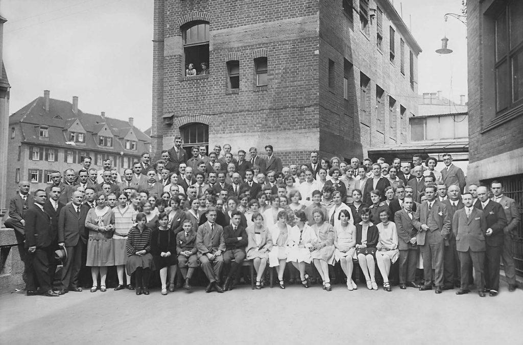 I lavoratori della fabbrica di sigarette Waldorf Astoria